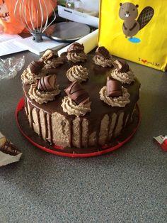 Kinder Bueno cake!