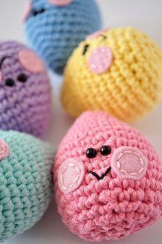 Easter eggs: free amigurumi crochet pattern #CrochetEaster