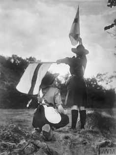 Girl guides practising semaphore signalling in Britain during the First World War. Girl Scout Troop, Girl Scouts, World War One, First World, World Thinking Day, Poster Design Inspiration, Camping Activities, Girl Guides, Beautiful Mind