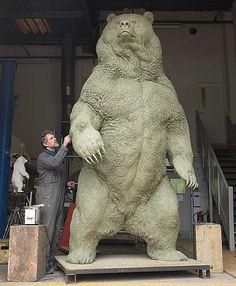 O artista inglês Nick Bibby nasceu na pequena cidade de Durham e vive há mais de 34 anos esculpindo em bronze e prata.