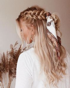 Flechtfrisuren - braided Hair - Haare ❀ Geflecht mit Schal ❀ - What is the full description of a thi Scarf Hairstyles, Pretty Hairstyles, Braided Hairstyles, Hairstyle Ideas, Bandana Hairstyles For Long Hair, Summer Hairstyles, Teen Hairstyles, Casual Hairstyles, Wedding Hairstyles