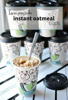 homemade portable instant oatmeal cups are easy to make, fast to eat, and will help speed up your mornings! A great fast and healthy breakfast solution. An instant oatmeal recipes are so close, you can use one and just tweak it! Instant Oatmeal Recipes, Homemade Instant Oatmeal, Instant Recipes, Brunch Recipes, Breakfast Recipes, Oatmeal Cups, Oatmeal Packets, What's For Breakfast, Granola