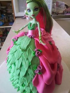 Monster high Venus mcflytrap cake  Id love to do this for Miley's birthday