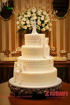 Beautiful wedding cake   Peguei o Bouquet