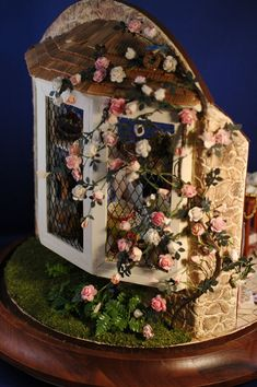 sandylandya@outlook.es Isn't this adorable!!! Front of the one room cottage mini doll house.