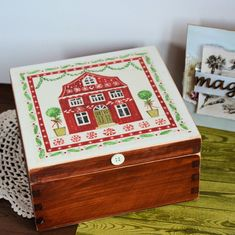 Pudełko drewniane - Skandynawski domek #wood #box #love #decoupage #christmas @pracownia.malykoziolek #christmasgift #home #scandinavian Decoupage, Key Box, Decorative Boxes, Sweet Home, Cottage, Romantic, Wreaths, Candles, Rustic