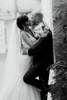 Bonjour à tous !! Aujourd'hui nous avons le plaisir de vous partager le reportage du mariage de Anne-Sophie De Rovere & Thibault De Rovere à la Demeure de Cancerilles avec une parfaite équipe de prestataires !! Merci à tous d'avoir contribué pour que le reportage photo de leur mariage soit des plus parfait !! 😉👰🏻💍  http://thepixelart.fr/mariage-anne-sophie-thibault-a-signes-provence/