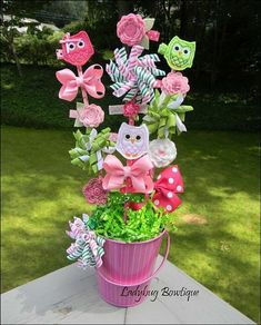 HAIR BOW BOUQUET.. cute idea for   centerpiecess at the baby shower OR a gift at the baby shower!  Then useful   items for the baby girl!