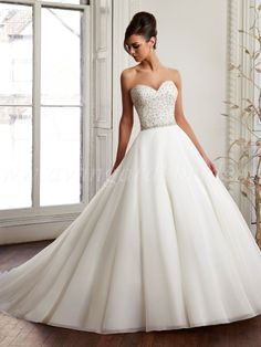 Wedding Dress Shapes and Styles for Brides with a Small Bust – Wedding gown New York Wedding Dresses, Wedding Dress Shapes, Wedding Dress Organza, Sweetheart Wedding Dress, Perfect Wedding Dress, Bridal Wedding Dresses, Dream Wedding Dresses, Designer Wedding Dresses, Wedding Pics