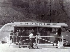 the take-away cafe at Hout Bay Mr Hans Mickeleit's old bus which he converted into a cafe and positioned at the end of Harbour Road, next to the West Fort. Old Pictures, Old Photos, Bay Photo, Cape Town South Africa, The Old Days, African History, Food Trucks, Table Names, Camps