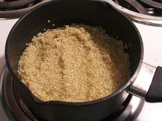 Pilaf de quinoa cu mazăre - O mâncare simplă, ce poate fi servită începând de cu vârsta de 8 luni. Pentru adulți se poate asezona și condimenta după gust.