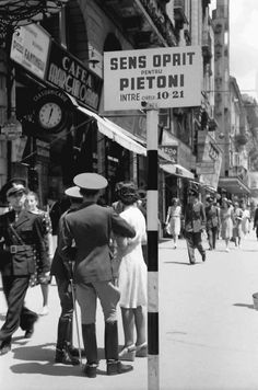 "Old Bucharest ""Little Paris"" part 2 – Romania Dacia Old Pictures, Old Photos, Romania People, Nostalgia, Little Paris, City People, Bucharest Romania, History Facts, Eastern Europe"