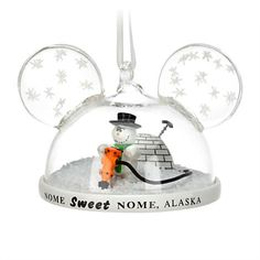 Shake-up your holiday decorating with this ear hat snowglobe ornament inspired by John Lasseter's original Pixar short, Knick Knack, featuring a frustrated snowman determined to escape his shaker glass dome!
