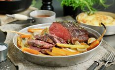 Surret oksestek med rotgrønnsaker Frisk, Pot Roast, Steak, Ethnic Recipes, Food, Carne Asada, Roast Beef, Essen, Steaks
