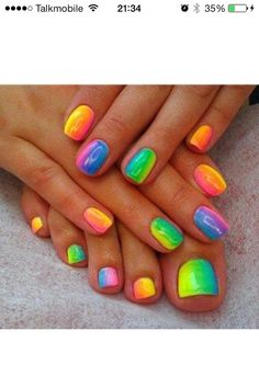 Rainbow nails, I need these! Except I never get my nails done, I do too much country/outdoorsy stuff for that ;P but my toes never go unpainted