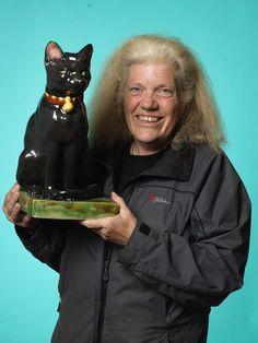 Yvonne Juhlin från Bromma köpte en katt i porslin från 1920-30-talet för 350 kr.