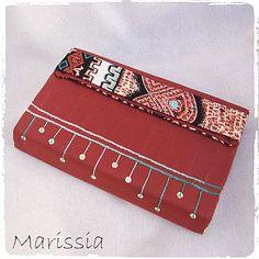 Protège-livre grand format rouge fait main en tissu : Autres sacs par marissia