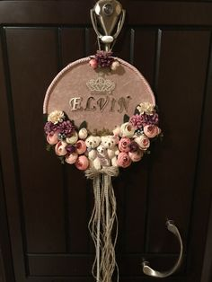 Kapı süsü Baby Door Decorations, Baby Door Signs, Hand Embroidery Patterns Free, Cross Stitch Quotes, Diy Bebe, Baby Girl Nursery Decor, Art N Craft, Baby Art, Bottle Crafts