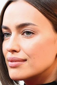 Oscars The Best Skin, Hair and Makeup Looks on the Red Carpet Lob Hairstyle, Sleek Hairstyles, Claudia Schiffer, Irina Shayk, Bradley Cooper, Adriana Lima, Top Models, Makeup Looks, Maquillaje
