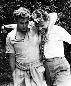 James Dean and Richard Davalos on the set of East of Eden, We read this in high school then saw the movie. Fell in love with Steinbeck and James Dean. Vintage Hollywood, Classic Hollywood, Hollywood Men, Hollywood Icons, 50s Vintage, Vintage Photos, Danny Collins, James Dean Photos, Pier Paolo Pasolini