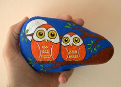 Photo from conzuelito. Seashell Painting, Pebble Painting, Dot Painting, Ceramic Painting, Pebble Art, Stone Painting, Painted Rocks Craft, Hand Painted Rocks, Painted Stones