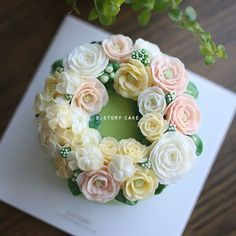 Flower Cake #buttercreamflowers #daily #buttercreamflowercake #rose#flowercake #플라워케이크 #꽃스타그램 #당스타그램 #케이크 #케이크스타그램 #인스타케이크 #냠냠 #먹스타그램 #꽃케이크 #dessert #데일리 #일상 #불금 #baking #cook #food #onthetable #디스토리케이크 #앙금플라워 #앙금플라워떡케이크 #베이킹클래스