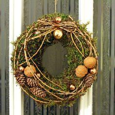 Moss Wreath with pinecones & walnuts. http://holmsundsblommor.blogspot.se/2014/12/mosskrans.html