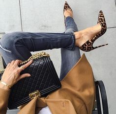 Best Luxury Fashion Trends 2018 – 2019 Animal Print Plus Black Chanel Street Style Zapatos Animal Print, Animal Print High Heels, Chanel Street Style, Chanel Boy Bag, Heels Outfits, Shoes Heels, Pump Shoes, Dress Shoes, Flats