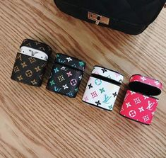 Protective Leather Monogram LV Louis Vuitton Inspired Classic Apple AirPod Luxury Design Case for Bluetooth Earphones with Clasp Keychain Fone Apple, Airpods Apple, Cute Ipod Cases, Iphone Cases, Louis Vuitton Phone Case, Accessoires Iphone, Earphone Case, Airpod Case, Iphone Accessories