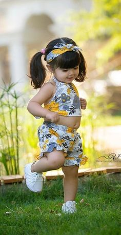 Girl Baby Pic, Cute Little Baby Girl, Cute Little Girls Outfits, Baby Girl Fashion, Kids Fashion, Beautiful Baby Pictures, Cute Baby Girl Pictures, Cute Baby Dresses, Dresses Kids Girl