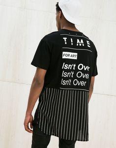 Camiseta 'Woven+Print'. Descubre ésta y muchas otras prendas en Bershka con nuevos productos cada semana