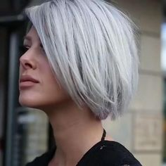 48 inspirations et idées de coiffure pour cheveux gris Short Hairstyles For Thick Hair, Short Hair Cuts, Cut Hairstyles, Short Pixie, Pixie Cut, Hairstyle Ideas, Short Silver Hair, Silver Grey Hair Gray Hairstyles, Grey Hair Bob