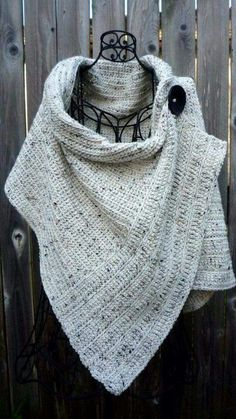 Cream tweed wrap with large black button Poncho mit Knöpfen Pattern for buttoned crocheted wrap Poncho Au Crochet, Crochet Scarves, Crochet Clothes, Knit Crochet, Crotchet, Knitted Shawls, Knitting Patterns, Crochet Patterns, Crochet Wrap Pattern