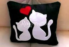 Beautiful cushion for Valentine / Pillow of kittens in love tutorial / Ron . Sewing Pillows, Diy Pillows, Decorative Pillows, Cushions, Throw Pillows, Felt Crafts, Diy And Crafts, Sewing Crafts, Sewing Projects