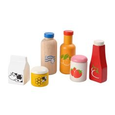 The perfect addition to our wooden play refrigerator or our natural wooden play kitchens! A Food & Beverage set with realistic design to stimulate the imagination. Fruit juice, water, milk, ketchup, j