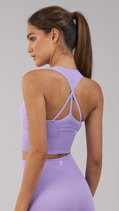 Ribbed and lace detailing of the Energy Seamless Crop Vest enhances your physique whilst supporting your movements, with a non-slip feel for lasting comfort. Featuring removable pads, stunning waterfall strap design and complete with printed Gymshark logo. Coming soon in Pastel Lilac.