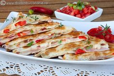 Quesadilla spicy chicken and ham Quesadillas, Romanian Food, Best Cheese, Food Website, Cheese Recipes, Quick Meals, Food For Thought, Ham, Kitchens