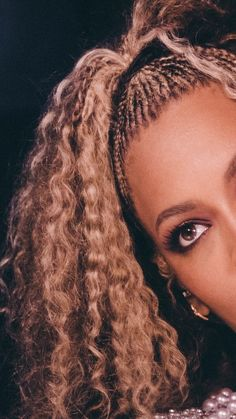 Beyonce's stunning makeup look on OTRii Beyonce Knowles Carter, Beyonce And Jay Z, Pelo Afro, Beyonce Style, Stunning Makeup, Tips Belleza, Queen B, Black Girl Magic, Curls