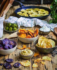 Nueva receta en el blog para que puedas celebrar las fiestas comiendo rico sano y muy fácil. Unos chips de boniato y patatas azules y amarillas que se hacen en el micro en 7 minutos y que se sirven con dos salsas súper fáciles para que te marques un aperitivo 10 estas Navidades. Te dejo el link a la receta aquí  @loletabyloleta    #foodheaven #foodpornography #foodislove #foodielife #foodshot #foodaholic #foodography #foodpictures #foodpassion #foodstylist #foodforlife #foodinsta #foodilysm…