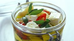 Nakládaný slaný sýr Foto: Feta, Pudding, Cheese, Vegetables, Desserts, Tailgate Desserts, Deserts, Custard Pudding, Puddings