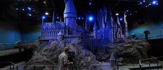 """Une maquette du château de Poudlard exposée au """"Warner Bros Harry Potter Studio Tour"""", à Londres."""