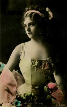 Late edwardian beauty in neon. Vintage Cards, Vintage Images, Old Pictures, Old Photos, Vintage Photography Women, Southern Gothic, Nicholas Sparks, Edwardian Era, Female Portrait