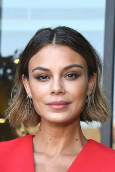 Short Hairstyles For Women Classic Hairstyles, Short Hairstyles For Women, Haircuts For Men, Straight Hairstyles, Hair Inspo, Hair Inspiration, Subtle Blonde Highlights, Concave Bob, Nathalie Kelley
