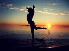 Resultado de imagem para dancing dance