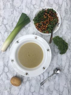 So what even is a Jerusalem artichoke? Well funnily enough its not actually an artichoke. the name is misleading! Jerusalem Artichoke Soup, Funny Vegetables, Kale Salad Recipes, Crispy Chickpeas, Curry Spices, Cooking With Olive Oil, Vegetable Seasoning, Chickpea Salad, Vegetable Stock