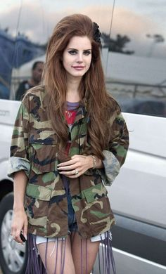 Lana del Rey is probably my new obsession. Loveeee her and her hair! Haha