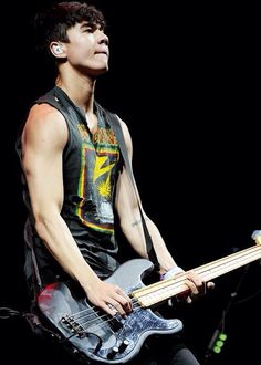 CALUM IS SO HOT DONT EVEN TRY TO ARGUE WITH ME