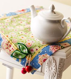 Sewing Crafts To Make and Sell - Cherry Table Mat - Easy DIY Sewing Ideas To Make and Sell for Your Craft Business. Make Money with these Simple Gift Ideas, Free Patterns, Products from Fabric Scraps, Cute Kids Tutorials Easy Sewing Projects, Sewing Crafts, Craft Projects, Sewing Ideas, Pallet Projects, Easy Crafts, Easy Diy, Decor Crafts, Sewing To Sell