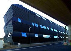The Mühlgrund apartment complex by ARTEC Architekten boasts passive house standards and a vertical garden Container Architecture, Facade Architecture, Passive House Design, Apartment Complexes, Facade Design, Skyscraper, Artec, Multi Story Building, Exterior