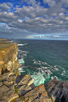 Dun Aengus, Aran Islands, Ireland | HDR - The cliffs of Dún Aengus - Inishmore - Aran island - Ireland ...